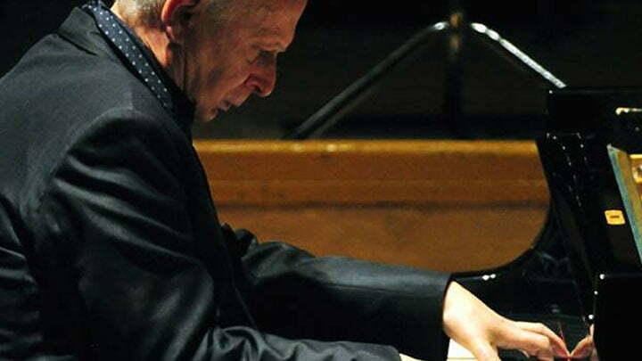 Janusz OLEJNICZAK, piano